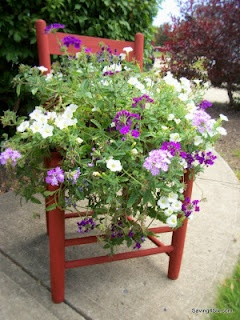 Saving 4 Six: Rustic Chair PlanterGardens Ideas, Flower Chairs, Flower Planters, Chairs Planters, Backyards Inspiration, Gardens Chairs, Old Chairs, Great Ideas, Rustic Chairs