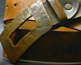 Leather belt – bronze buckle Made with Texan buffalo leather has a bronze buckle. #madeinitaly #artigianato #belt #cintura #pelle #leather
