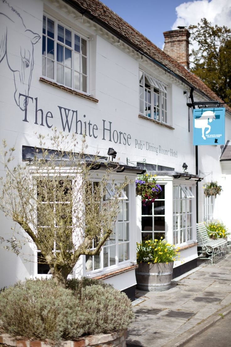 A great escape ~ Henry Ascoli reviews The White Horse at Chilgrove, a quintessentially British country pub in the heart of the Surrey countryside. #locallife #WestSussex #country #pub #food #drink #review