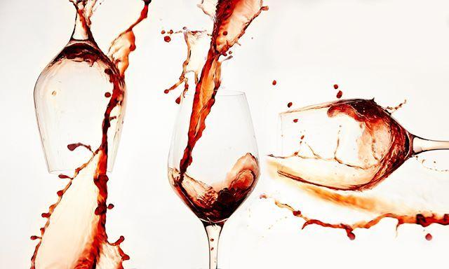 Rime for some good wine.  #wine #redwine #vin #friday #beverage #photography @elisabeth.hilde