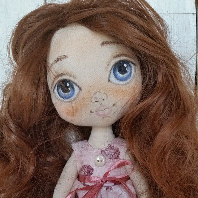 Вот и я обожглась((( ждала оплаты от клиентки 2.5 месяца. Она не отказывается, но мне кажется, что нужно снимать бронь. Вообщем, свободная девчушка, одежда съемная, росточек чуть больше 30 см. Цена 4000 плюс доставка. Free for sale. #torrytoys #кукларучнойработы #dollsofinstagram #dollstagram #doll #collectiondoll #handmade #artdoll