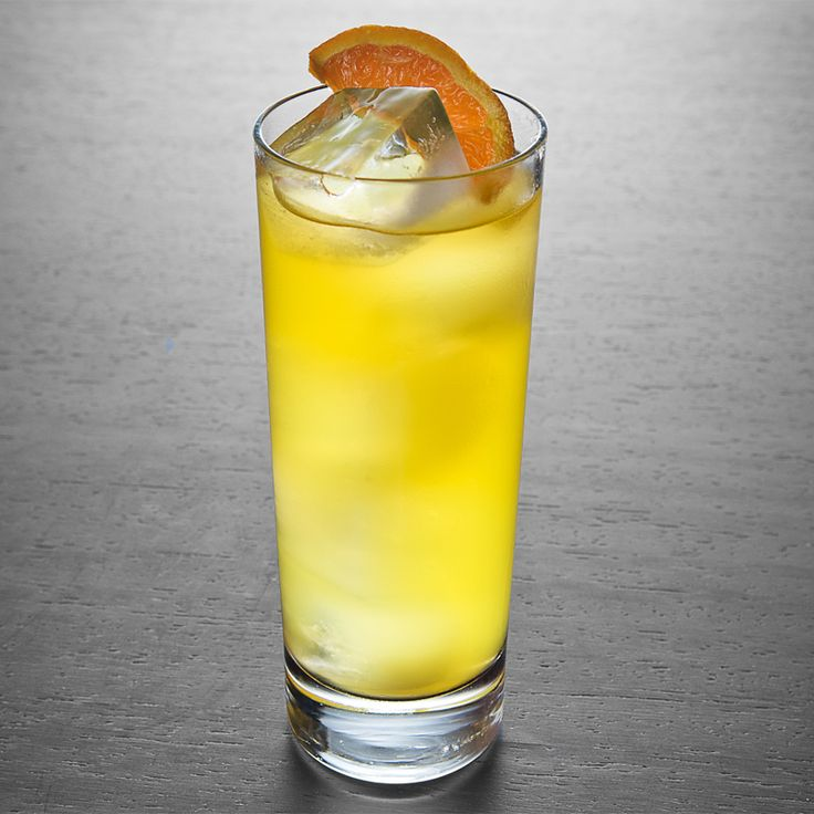 EL BICENTENARIO Tangerine is winter's orange, so why not incorporate it into your cocktail game during these colder months? Throw in some tequila, agave, peppers and lime juice, and you have yourself a margarita-like drink that will warm you up.  Cocktails for the Perfect February Party