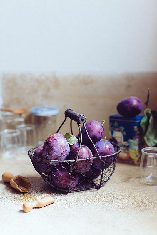 Preparing plum jam