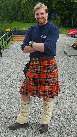What kinds of clothing do Scottish people wear?