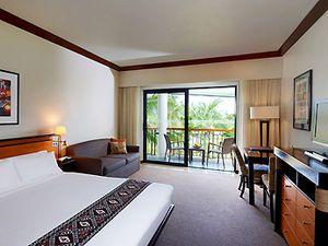 Sofitel Fiji Resort And Spa -Sofitel Fiji Resort and Spa is located on beautiful Denarau Island . This five star Fiji resort overlooks the beachfront, adjacent to the world class Denarau Golf and Racquet Club .