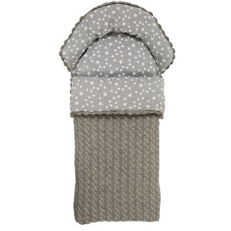 Vognposen er strikket i 100% ull, superwash og fóret med bomullsstoff. Dynen leveres i dun. Dundynen kan tas ut slik at posen også kan brukes i overgangen mellom årstidene. Posene har glidelås i begge sider. Pose og dyne vaskes separat. Se vaskeanvisning. Finner du ikke de fargene du er på