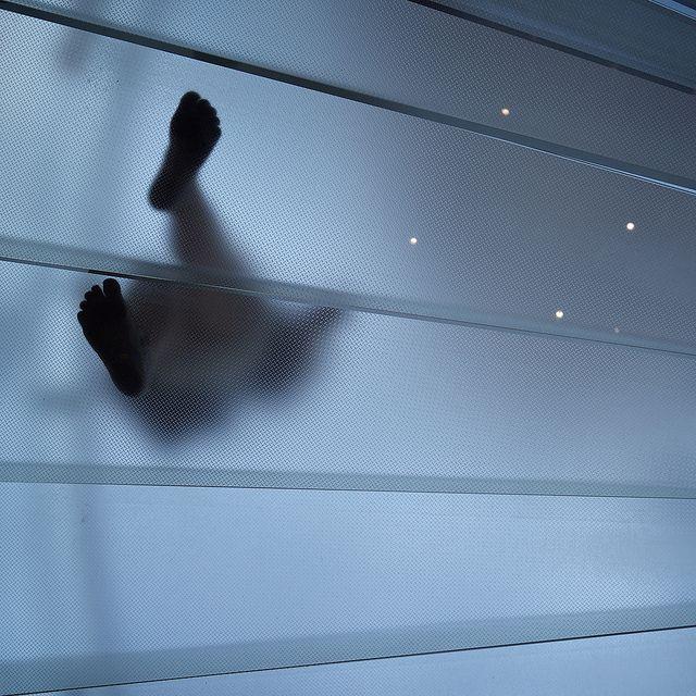 Barfoot...  ...in the Apple Store..., de Thomas Leuthard