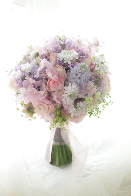 Dainty and elegant. Spring or summer wedding bouquet.