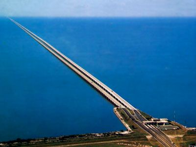 Lake Pontchartrain Causeway, Louisiana, US  consists of two parallel bridges that are the world's longest bridge in total length Total length of the two bridges is 23.87 miles
