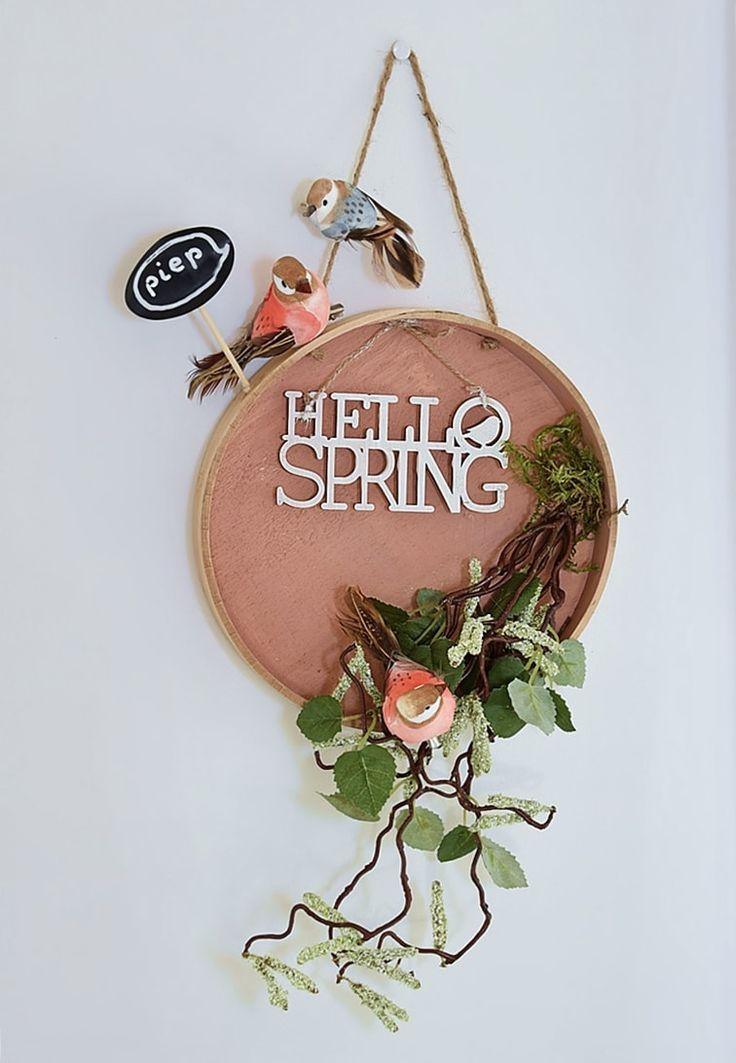 Piep - Hello Spring. Die Anleitung für dieses hübsche Schild findest Du auf dem Schön bei Dir - Blog powered by DEPOT. #DIY #Spring #Frühling