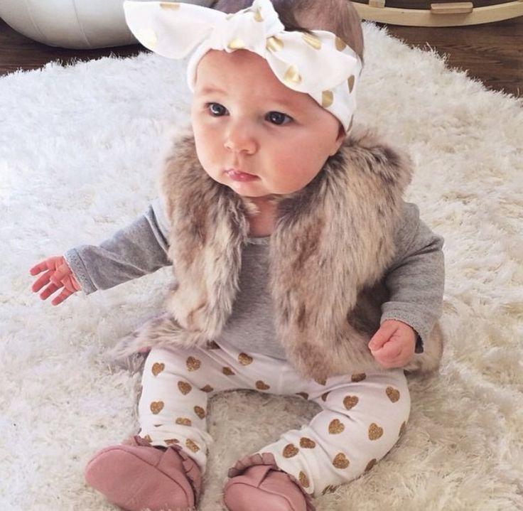 Baba divat és cukiság ebben a kis csajos pöttyös masnis szerelésben - Baby girl…