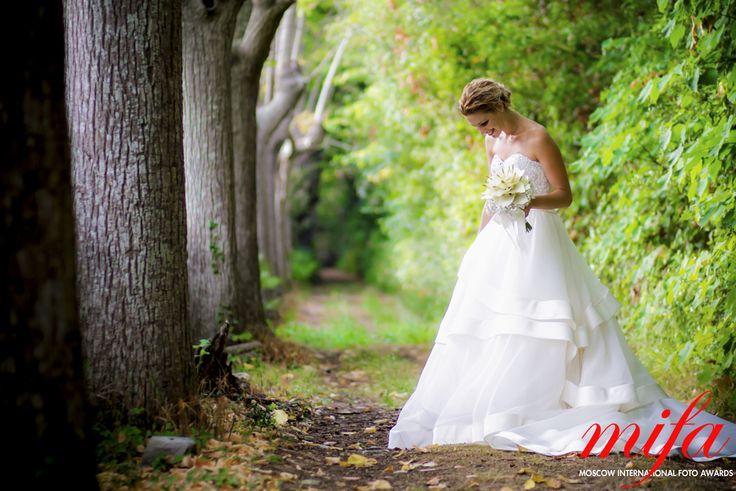 Alice Franchi : Portrait of bride, in the woods http://www.alicefranchi.com/en/wedding/ #wedding #photojiornalist #weddingphotography
