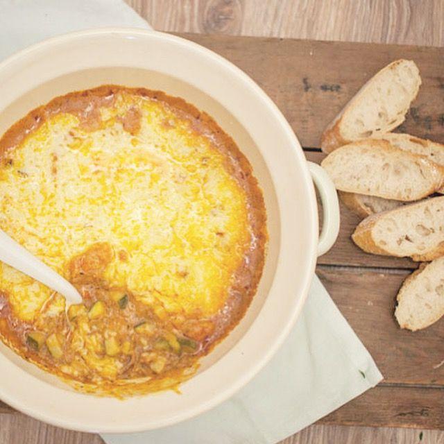 Provençaalse ovenschotel met courgette en gehakt; een verwarmend en kruidig gerecht. Lekker om de ovenschotel te eten in combinatie met (vers) brood.