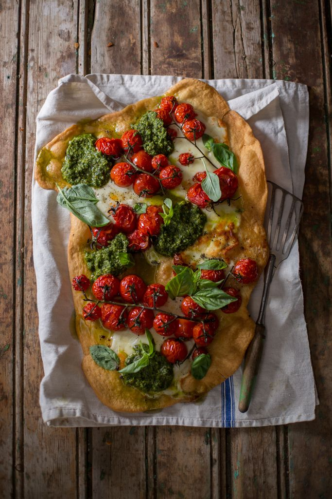 Vine tomatoe and pesto pizza # food styling