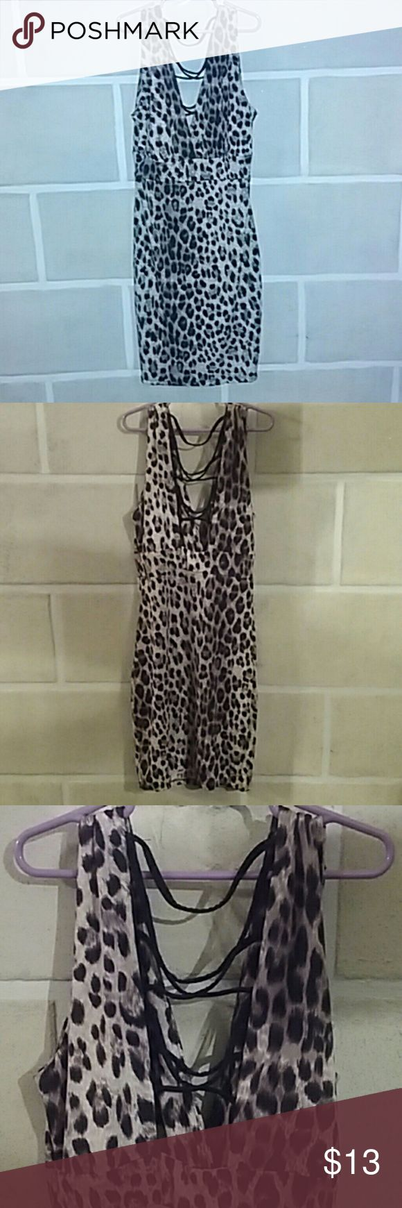 👗Cheetah Dress👗 Juniors, straight style cheetah dress! Size Medium. Worn once. MEOW!!  🚫 NO TRADES  🅱UNDLE & SAVE  ✅ USE OFFER BUTTON 🐾 PET FRIENDLY Dresses