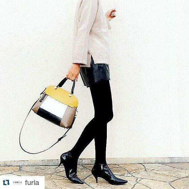 City chic with a touch of colour. Piper bag by #FURLA  > http://goo.gl/S2jCxl   #furla #accessori #portafogli #borse #piper #borsa #donna #woman #bag