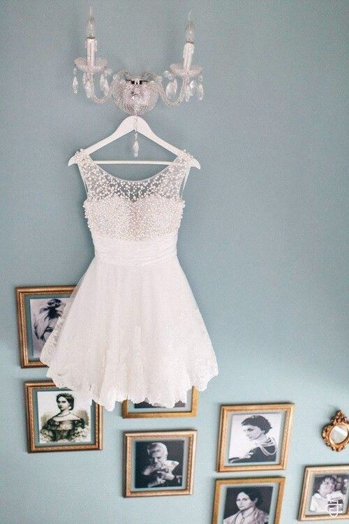 vestido corto de encaje color blanco de fiestas
