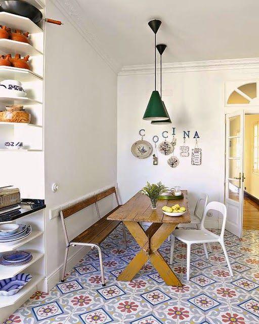 #excll #дизайнинтерьера #решения Такие зоны, как кухня и ванная надо было полностью реконструировать, но даже после ремонта у них остался винтажный «характер».