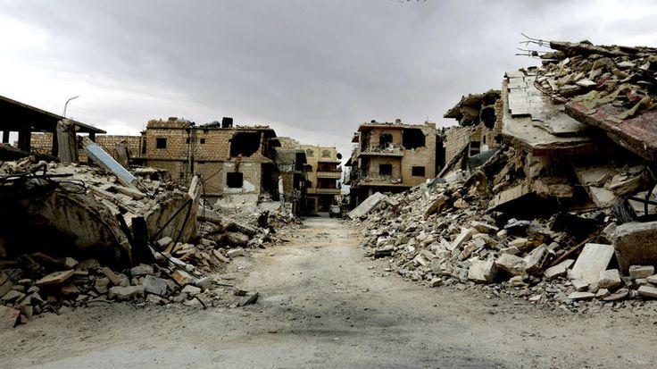 Setengah juta penduduk Suriah kini berada di bawah pengepungan  DAMASKUS (Arrahmah.com) - Jumlah penduduk Suriah yang hidup di bawah pengepungan telah meningkat sekitar 75.000 orang sehingga totalnya menjadi 529.700 ujar laporan kepala bantuan PBB.  Stephen O'Brien pejabat PBB untuk urusan kemanusiaan mengatakan kepada Dewan Keamanan bahwa penggunaan pengepungan dan kelaparan sebagai senjata perang adalah perbuatan tercela dan harus segera dihentikan lansir AFP pada Sabtu (29/5/2016)…