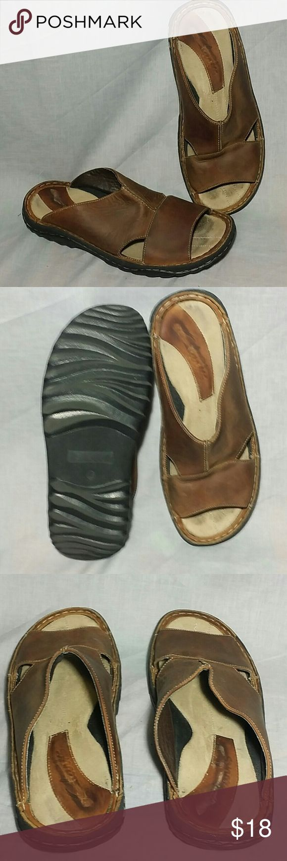 Men's Clarks Sandals Brown Size 9 M Slides Leather Item has a sign of being used see the pictures. Clarks  Shoes Sandals