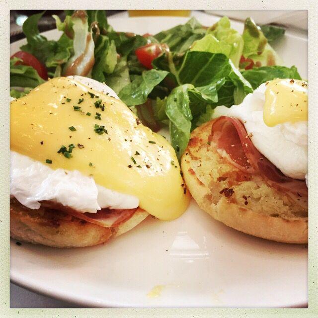 Eggs bene at O Batignolles, club St
