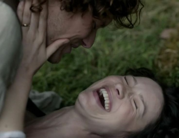 Claire and Jamie Fraser (Caitriona Balfe and Sam Heughan) in Episode 108 Both Sides Now of Outlander on Starz via http://kissthemgoodbye.net/
