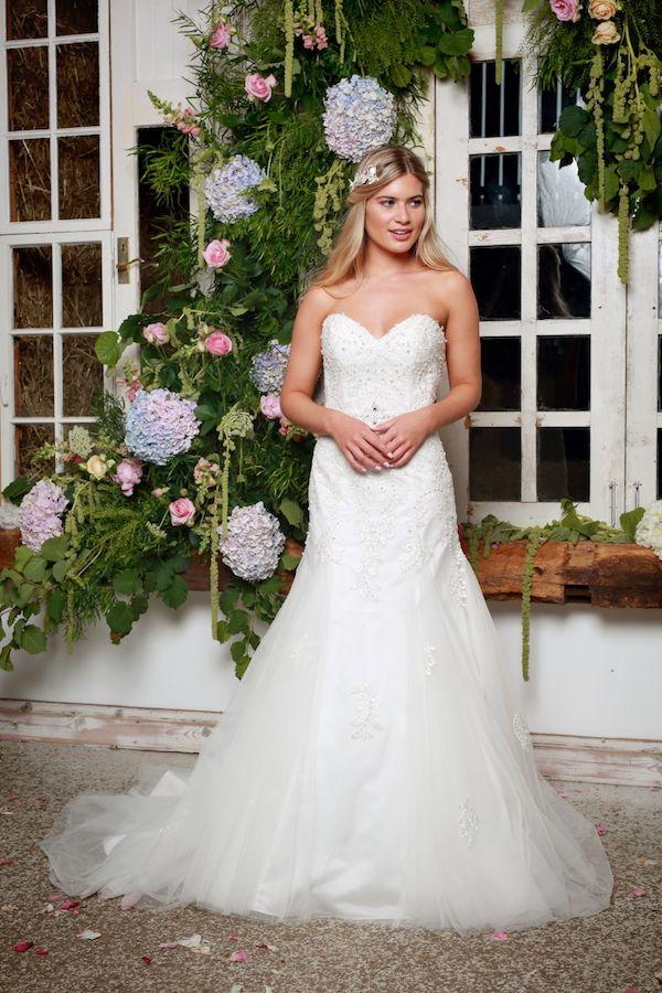 "Amanda Wyatt ""She Walks with Beauty"" Bridal Collection 2017 as seen on Wedding Blog Humming Heartstrings. Read more: http://www.hummingheartstrings.de/?p=18760"