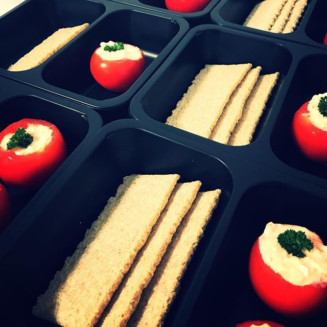 Dobrou chut  Pristi tyden vyzkousime i priobjednavky salatu a dezertu  #krabicky #food #foodporn #eatclean #zdravestravovani #jimezdrave #fitfood #fitnessfood #fitnessmenu #hezkyvikend #trebic #jidlotrebic  http://f4l.cz/menu/