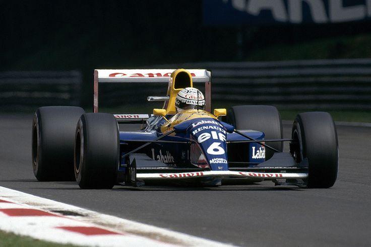 Après celles de Rubens Barrichello, de Michael Schumacher ou de Jean Alesi la semaine dernière, Codemasters et Koch Media viennent de dévoiler deux nouvelles monoplaces emblématiques que vous pourrez piloter dans F1 2017. Il s'agit de deux légendes de l'écurie Williams avec la Williams FW14B de 1992 pilotée par Nigel Mansell et Riccardo Patrese et la Williams FW18 de 1996 de Damon Hill et Jacques Villeneuve que vous pourrez découvrir dans le nouveau trailer présent ci-dessous. En savoir plus…