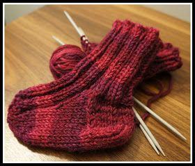 Nämä villasukat vauvalle tein ihan samalla ohjeella kuin millä olen tehnyt sukkia aikuisillekkin, mutta tottakai vähemmillä silmukoilla. Pie...