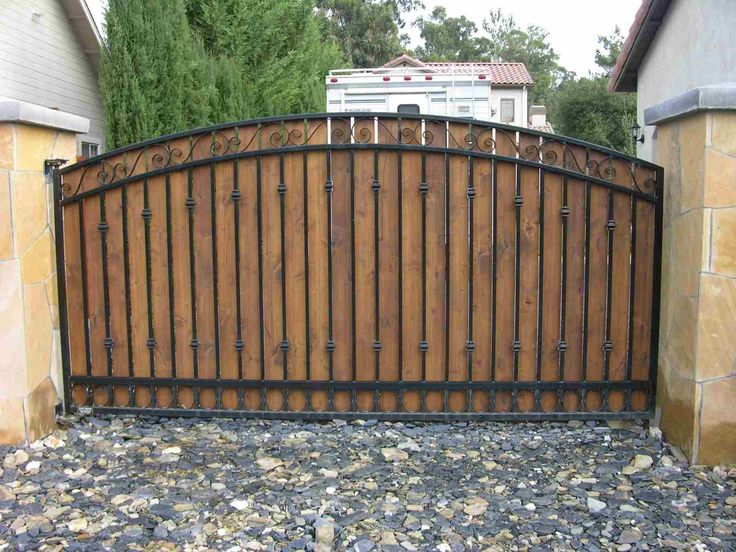 Good Cedar Pickets In Wrought Iron Gate