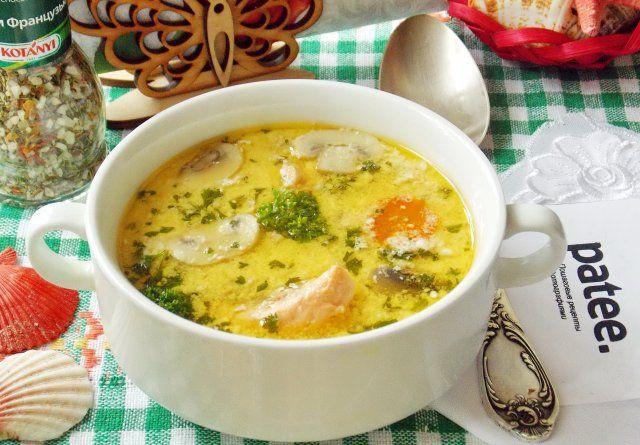Нежный, сытный, бархатистый суп с семгой, плавленым сыром и шампиньонами. Готовится просто и быстро, получается очень вкусным. Семгу вполне можно заменить форелью, лососем или горбушей. Если вы на обед пригласили гостей, то можно смело подать такой замечательный, полезный суп. О жирных кислотах и популярную «Омега-3», находящихся в семге, знают все. Сложно переоценить пользу этих веществ. Они регулируют вес, эффективно понижают содержание холестерина в крови, поддерживают нормальный уровень…