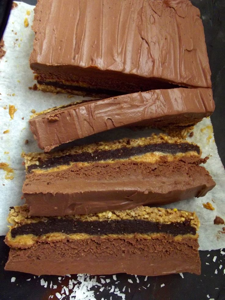 5 Layer Chocolate Peanut Butter Cake - #vegan and #raw with chocolate, peanut butter, crunchy, salty and sweet. So much greatness!