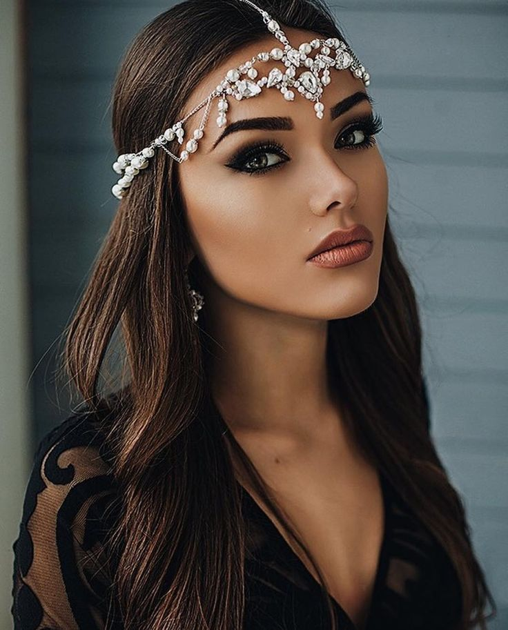 I love this jeweled headpiece for a  bride wanting to bring dramatic elegance to her day #wedding #inspiration