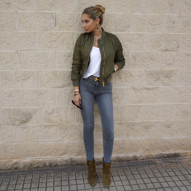 I looove bomber jackets and especially in army green. They have that hint of masculine which makes it so cool ✌️
