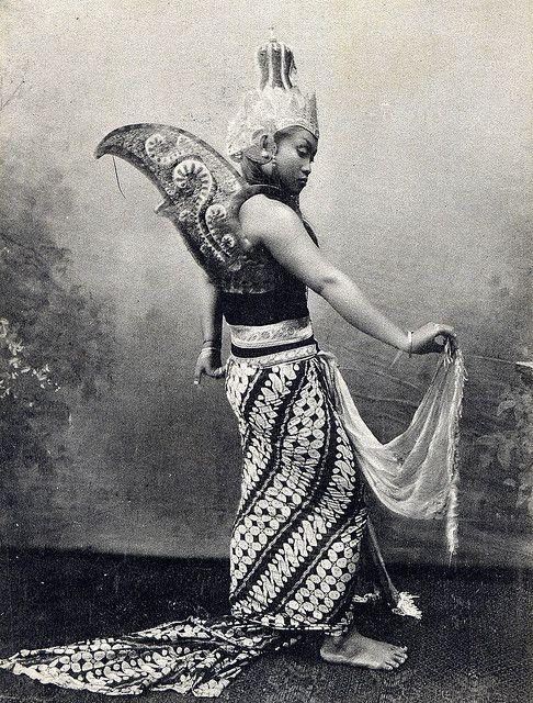 Indonesian dancer in costume.