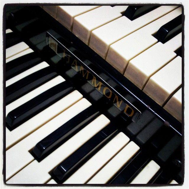 Hammond Organ, Samsung Galaxy II - Instagram