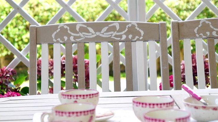 Tavolo, sedie e grigliati da giardino Shabby Chic