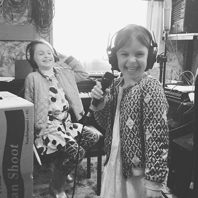 School holiday fun in uncle Simon's music studio #lovemyfamily #sisters #musicmakestheworldgoround #rockkids #schoolholidays #patternclash