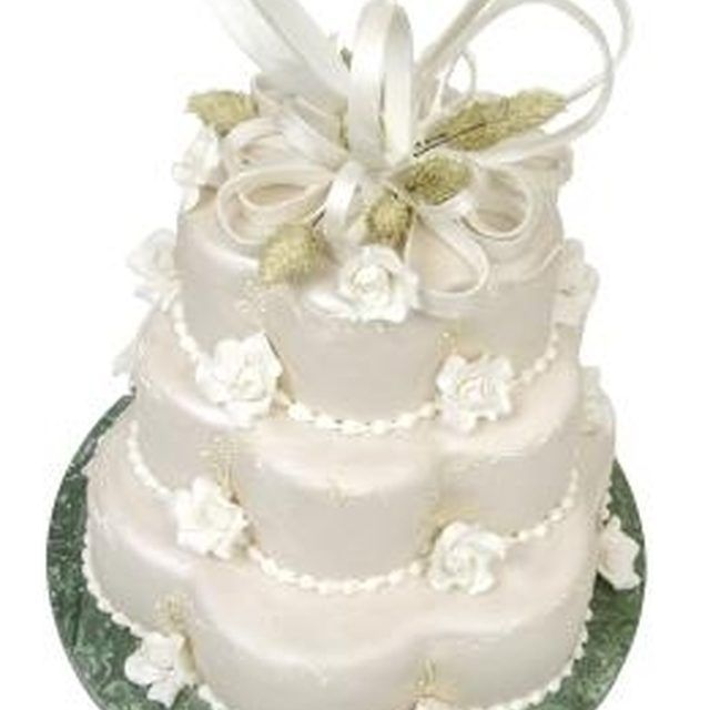 Cakes like this can use multiple small cakes put together or can be cut from a large round cake.