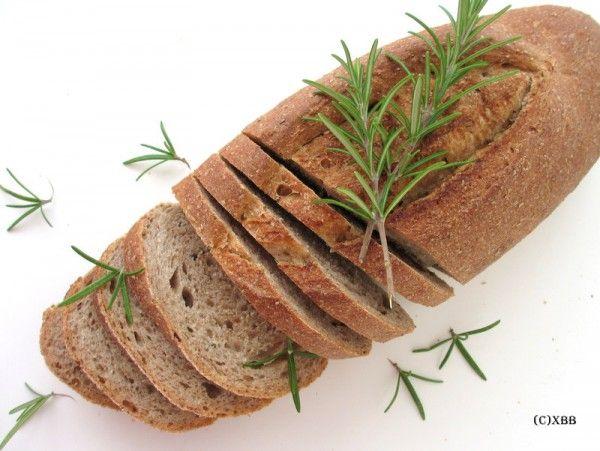 Rozemarijnbrood met olijfolie, recept, zelf bakken. Xandra Bakt Brood - Brood bakken, recepten, baktips. Een persoonlijke blog met alles over brood.