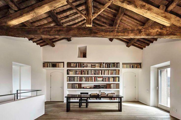 Pokój do czytania, domowa biblioteka, styl rustykalny, regał na książki. Zobacz więcej na: https://www.homify.pl/katalogi-inspiracji/14691/domowe-biblioteczki-i-pokoje-do-hobby
