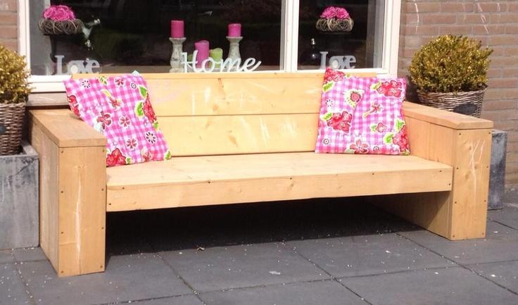 Kussen gemaakt van tafelzeil, weerbestendig voor buiten.