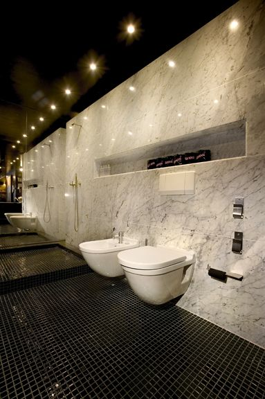 Who wouldn't want a full wall of mirrors next to the toilet (and bidet)?