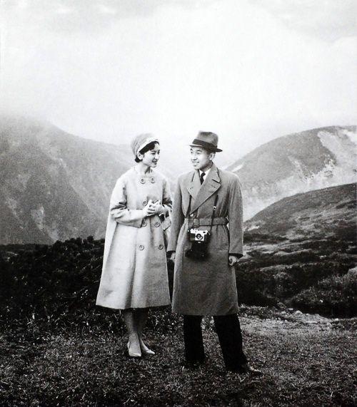 Empress Michiko (皇后美智子, Kōgō Michiko) and Emperor Akihito (明仁) of Japan. S)