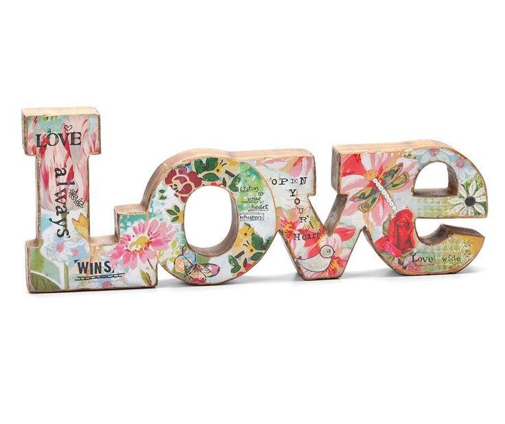 decoratiune LOVE stil patchwork .      Dimensiuni: lungime 46 cm/inaltime 18 cm     Greutate: 0.8 Kg     Material: lemn