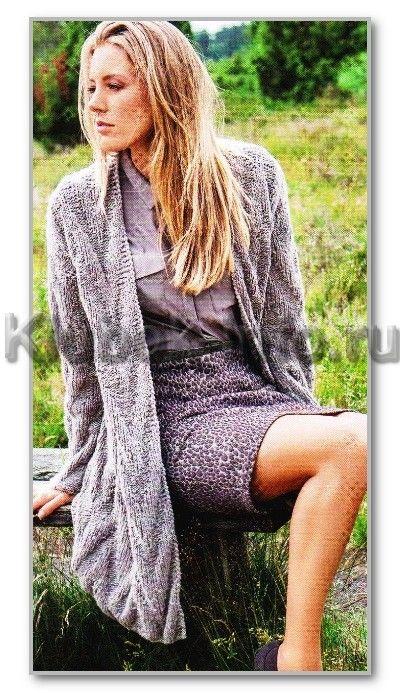 Вязание спицами. Однотонное прямое пальто с рельефными зигзагами. Размеры: 38-42