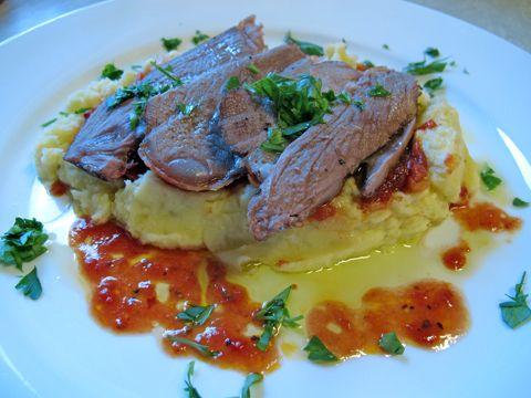 Lammestek med kålrot og gulrøtter er godt.   -av Terje Dørumsgaard