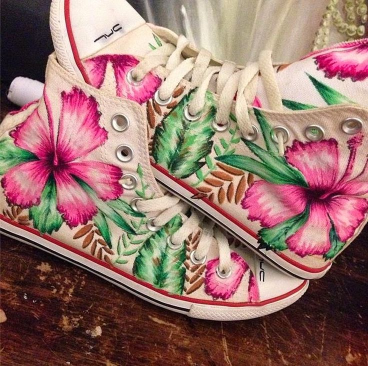 DAL. Diego Lemos. Tenis. Customizados. Personalizados. Hibiscos. Flores. Sao Paulo. custom converse. custom shoes. custom sneakers.