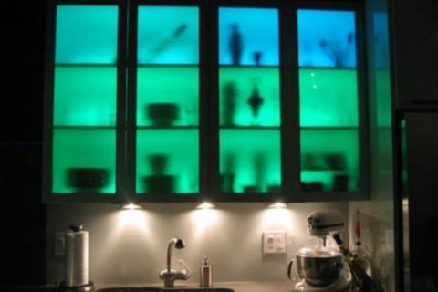 Подсветка шкафов разными цветами